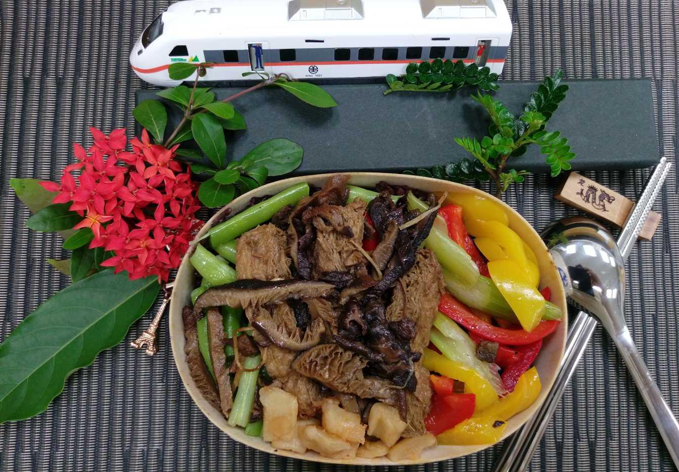 臺鐵素食便當(燉飯)