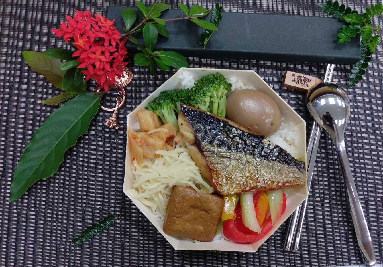 臺鐵鯖魚便當(八角)
